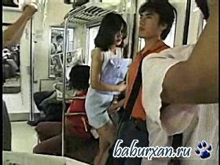 Секс в метро нынче не новость. . Но вот в китайском метро, почти в полном